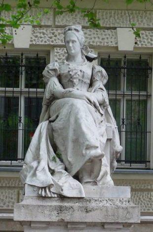 hermona szobor scaled e1633385710499